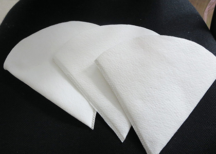 What are the properties of commonly used liquid filter bags